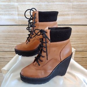 🌟HP🌟 Deena & Ozzy Leather Wedged Lace Up Boots